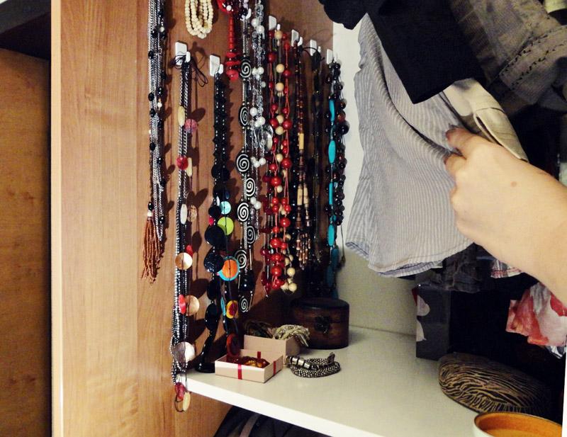 Biżuteria w szafie