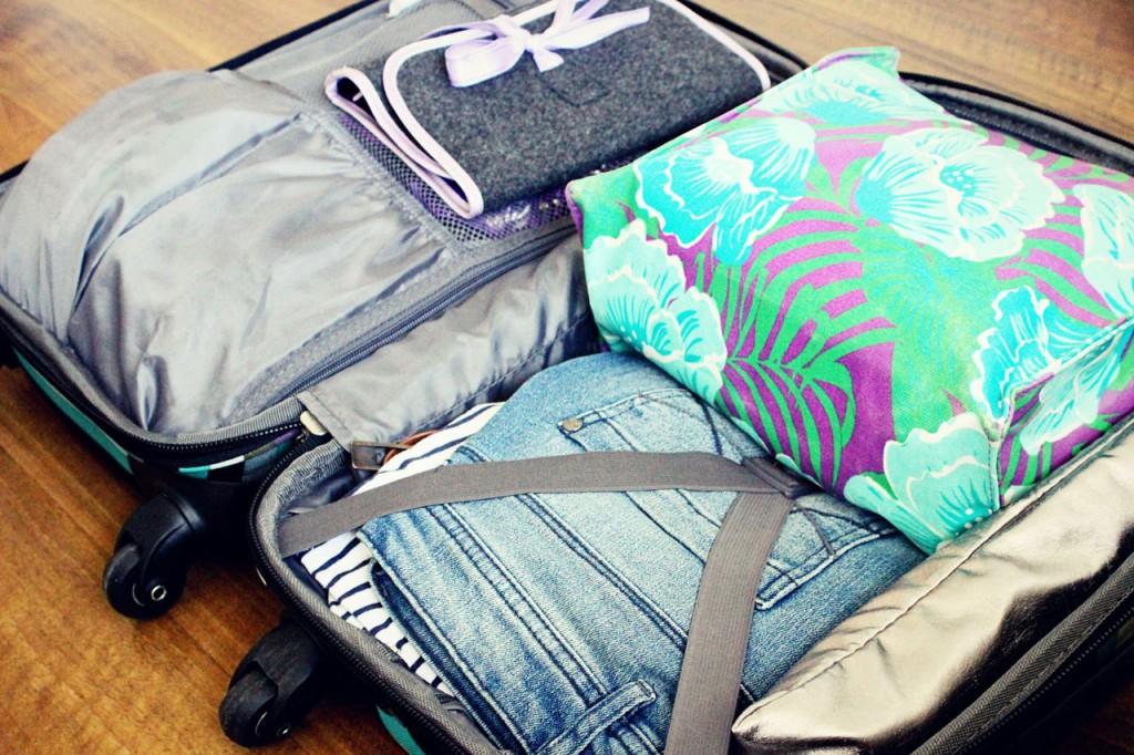 e50316dbe473e Jak się spakować na wakacyjny wyjazd do bagażu podręcznego? 10 ...