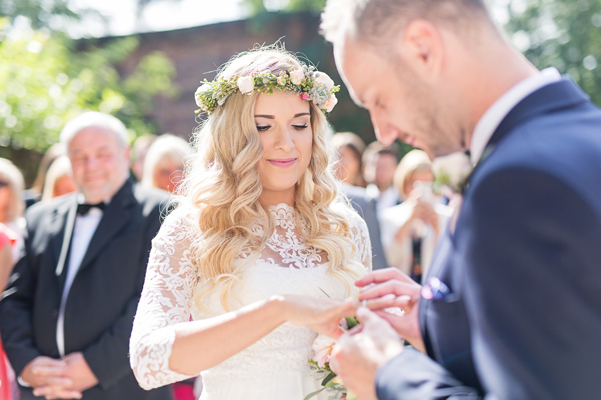 Koronkowe bolerko do sukni ślubnej